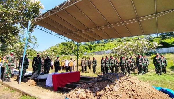 Peltu (Purn) Jasin A dikebumikan di Taman Makam Pahlawan Kabupaten Sumbawa