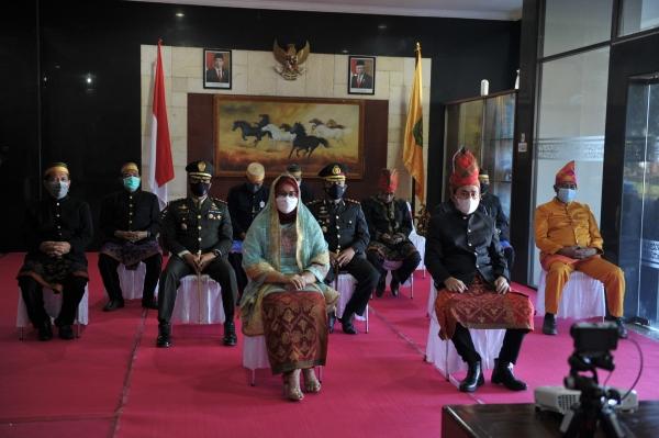Wakil Bupati Sumbawa Ikuti Upacara Peringatan Hari Lahir Pancasila Yang Digelar Secara Virtual Dan Dipimpin Langsung Oleh Presiden Joko Widodo