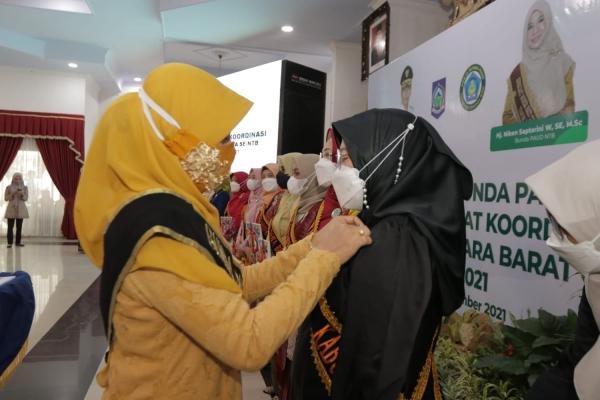 Ibu Sovia Noviantri Rayes Mahmud Abdullah Resmi Dikukuhkan Sebagai Bunda PAUD Kabupaten Sumbawa
